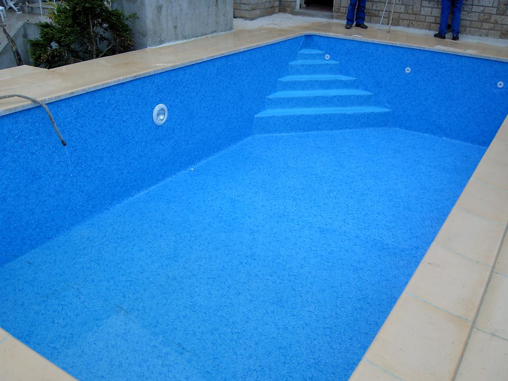 Pose de liner sur escaliers de piscine for Pose de liner de piscine
