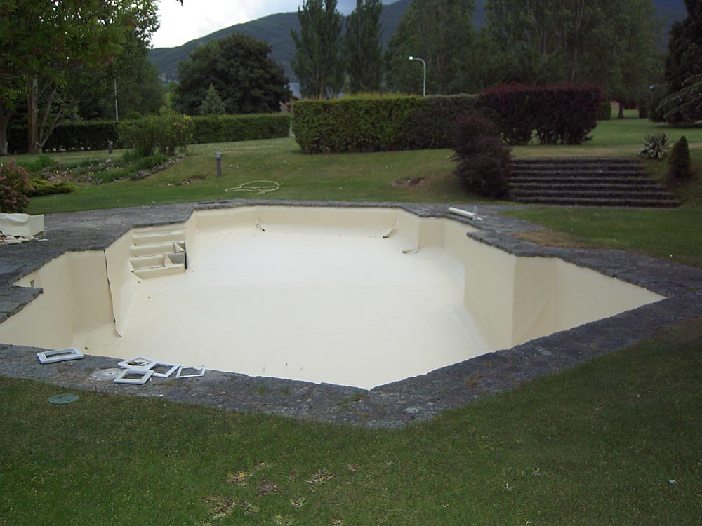 Pose de liner sur piscines toutes formes ou d bordement for Liner sable piscine